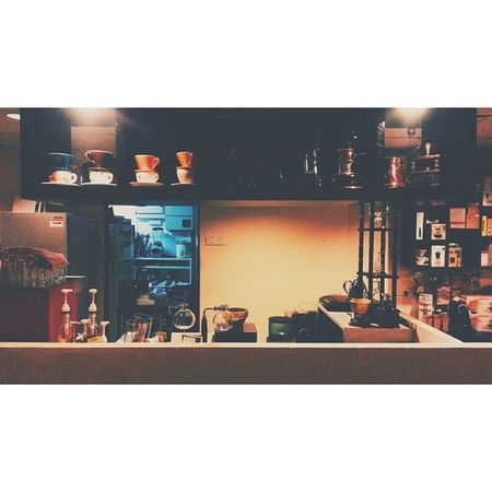 """It's better to have personal life and work life separate. That way they don't corrupt each other, so to speak."" COFFEESHOP TRIP / COFFEE RITUAL PART 2 Seperate Rack Coffeeshop Coffeetime jinyi coffeeritual 16x9etiquette 16x9only 16x9 vsco vscocam vscogrid vscogood vscophile vscomalaysia"