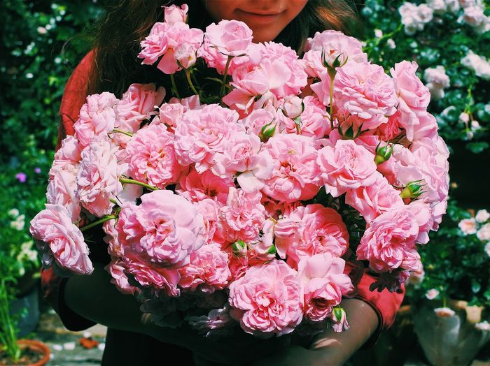 Flower Fragility Nature Pink Color Beauty In Nature Petal Freshness Rose - Flower Outdoors Bouquet One Person Flower Head Holding Only Women Real People Women Day Adult Springtime Nikon1j5 Nikonphotography Nikon VSCO Vscogood Vscocam
