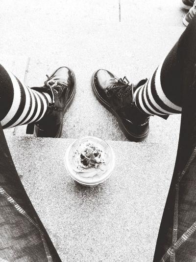 Old foto Starbucks ❤ Black & White Shoes London