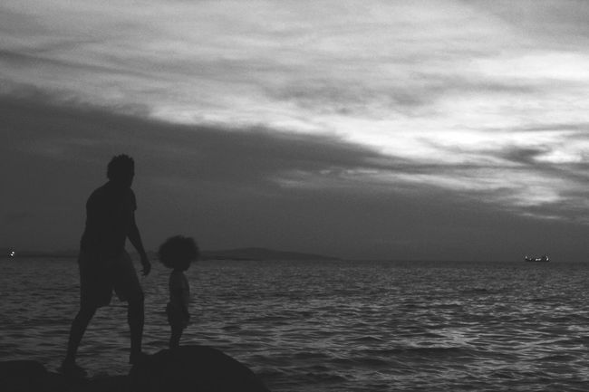Nature Bonding Family With One Child Family Horizon Over Water Childhood Cloud - Sky Father Vacations Lifestyles Beach Men Outdoors