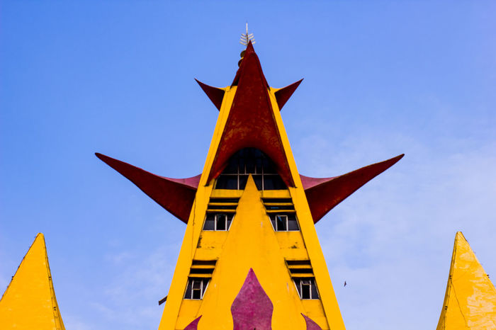 menara siger Lampung King - Royal Person Gold Yellow Place Of Worship Blue Gold Colored Royalty Business Finance And Industry Religion Statue Office Building Civilization Palace Doges Palace Pagoda Castle Past Gilded Shrine Historic Settlement Sculpture Pavilion Ancient Visiting Stupa Television Tower Cathedral