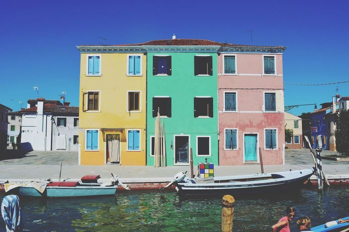 When we were in Venice we also visited Burano, a small island next to Venice with houses all as colorful as the ones on the picture. Burano Italy Boat Color Roadtrip Summer House Landscape Nature Water Island Italian