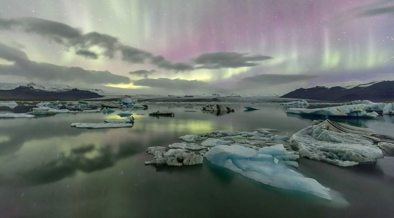 Northern lights with ice glaciers at jokulsarlon