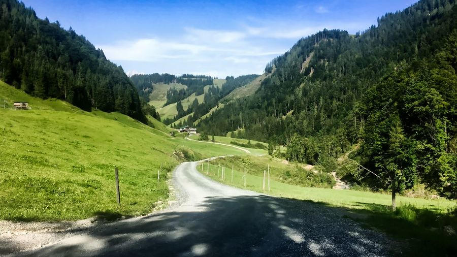 Österreich Fieberbrunn Pletzergraben Montagnes 🌲🍃 Montagne горы Hory Rakousko Австрия Autriche Betterlandscapes Tirol  Fieberbrunn Österreich Austria Tree Plant Beauty In Nature Green Color Road Scenics - Nature Sky