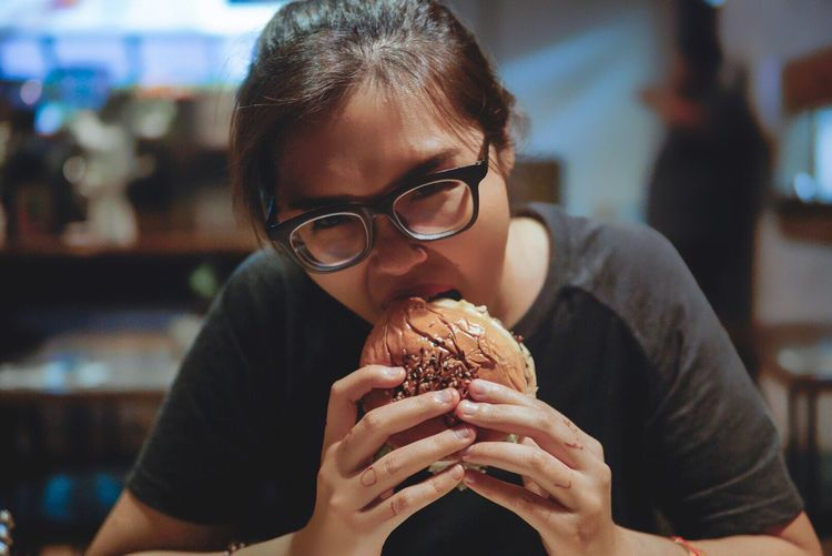 Night cravings for burger Eating Food Looking At Camera Lifestyles Food And Drink Eyeglasses  One Person Holding Front View Portrait Real People Sunglasses Indulgence Close-up Unhealthy Eating Leisure Activity Indoors  Ready-to-eat Day People