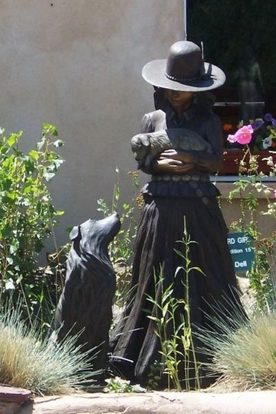 Garden Hat Day Outdoors Santa Fe Ar Santa Fe New Mexico Sculpture Statue Woman And Dog