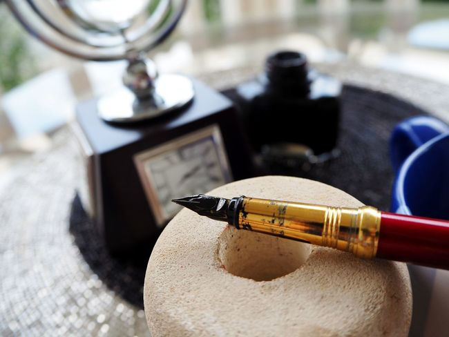 Morning Vibes EyeEmNewHere Pen Nibs Nib Writing Instrument Ink Pen Old-fashioned Writing Time To Study Retro Styled Knowledge Knowledge Is Freedom Time To Write Knowledge Is Power Close-up Golden Pen Write Your Own Story Studyhard Neon Life Motivation Education Success Be. Ready.