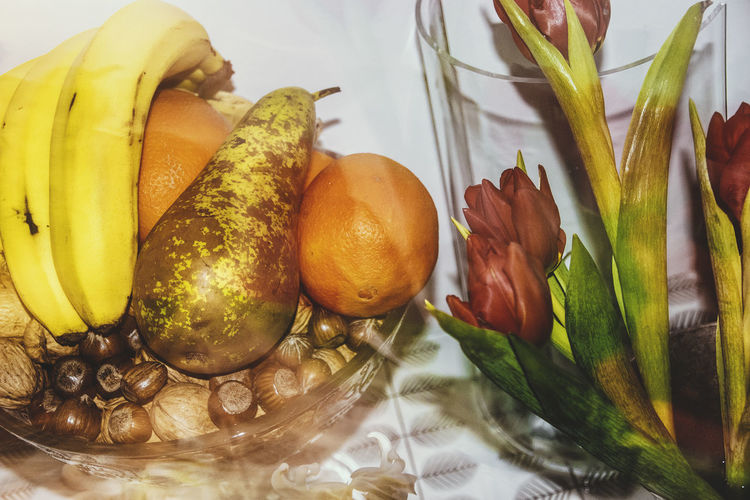 I only like fruit for its appearance. Banana Tulips Artsy Photography Close-up Day Food Food And Drink Freshness Fruit Healthy Eating Indoors  No People Pear The Still Life Photographer - 2018 EyeEm Awards