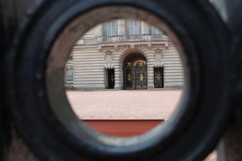 Door Photography Buckingham Palace London Circle Geometric Shape Shape Window Architecture Built Structure Day Close-up Focus On Background No People