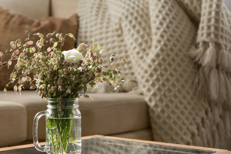 Indoors  Table No People Vase Nature Living Room Living Flower Decoration Interior Interior Design Home Interior Contemporary Modern Coach Sofa Glass - Material Vase Of Flowers Vase Bouquet Wildflower Detail Architecture