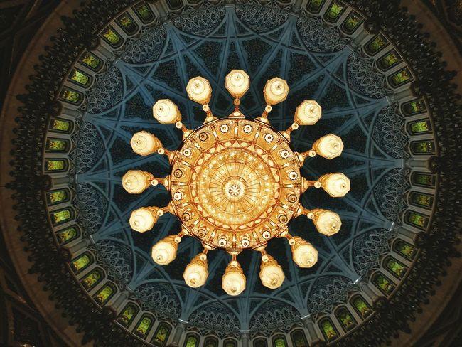 Muscat, Oman. Particolare della Grande Moschea. Indoors  Architecture Travel Destinations Tourism Dome Architecture And Art Travel Indoors  Muscat Mosque Chandelier Muscat , Oman Mascate