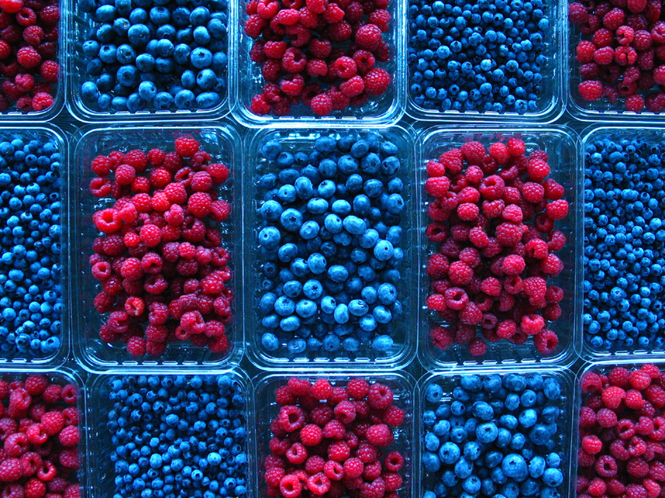 berry fruit, full frame, fruit, food and drink, blueberry, food, healthy eating, container, backgrounds, for sale, choice, blackberry - fruit, raspberry, large group of objects, freshness, no people, multi colored, wellbeing, variation, abundance, red currant