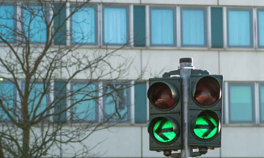 Ampel Bare Tree City Day Green Color Left No People Outdoors Right Signal Traffic Lights Trafficlight