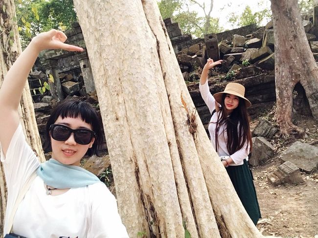 Beng Mealea a big white tree can't b hold by five people..