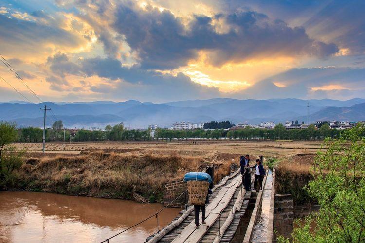 Sky Travel Eos60d EyeEm Yunnan Shaxi Brige Dust Sunset On The Road