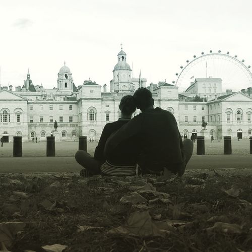 Lets stop & seat for a while.. London Uk Park Chill Photography Photoshoot Nice View Two People One Love Happiness Travel Traveling Fun Joy Exploring New Experiences Blackandwhite Podróże Nazawsze