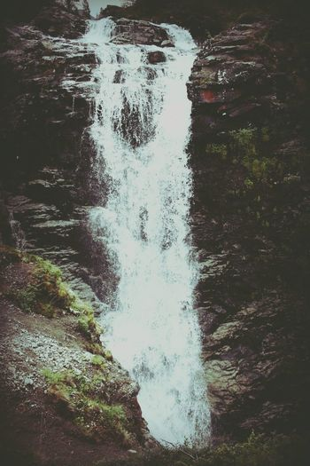 Куэльпорр водопад AQVA Hello Word