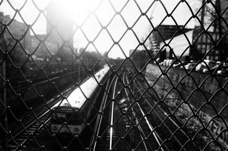 ANALOG Ilford Pan 100 The Week on EyeEm Light And Shadow Analogue Photography Nikonphotography Street Photography Bnw Capture The Moment Film Photography Black And White Fence Chainlink Fence Barrier Protection Security Boundary Safety No People Metal Focus On Foreground Day Pattern Nature Close-up Full Frame Outdoors Architecture Built Structure Building Exterior Backgrounds Crisscross The Art Of Street Photography