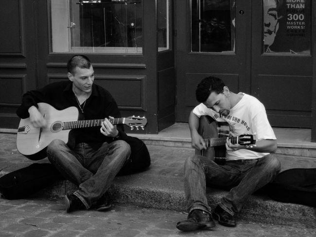Paris Monmartre Musician Music Streetphotography Streetphoto_bw Street Photography Monochrome France Nice France