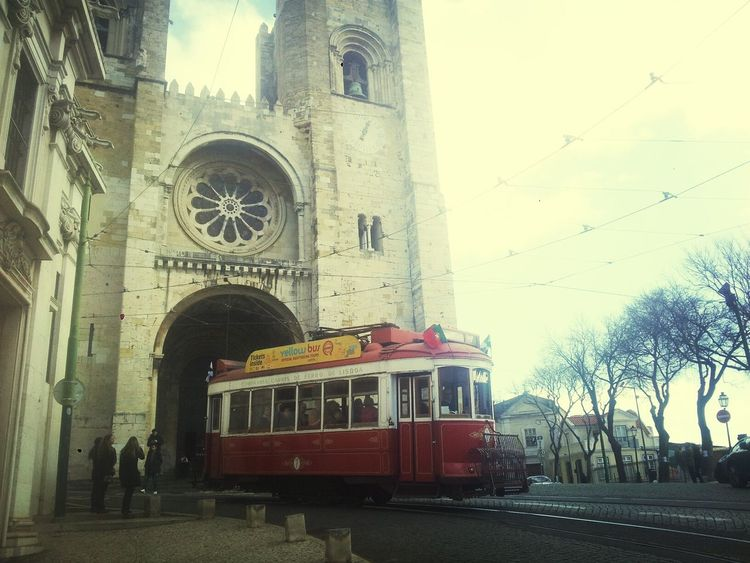 Catedral Da Se. Lisboa. Lisboa Tranvía Catedral Taking Photos