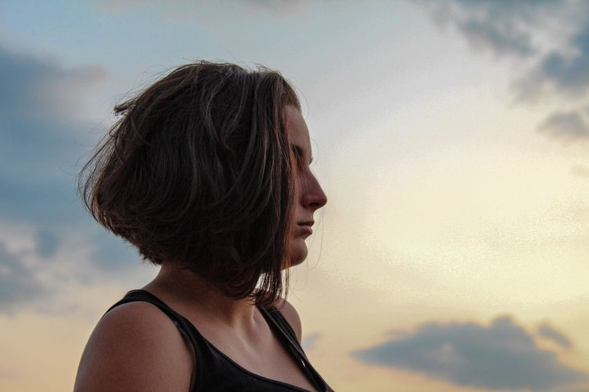 Sky Cloud - Sky Headshot Outdoors One Person Real People Young Adult Day Young Women Nature Beauty In Nature Close-up People Connected By Travel
