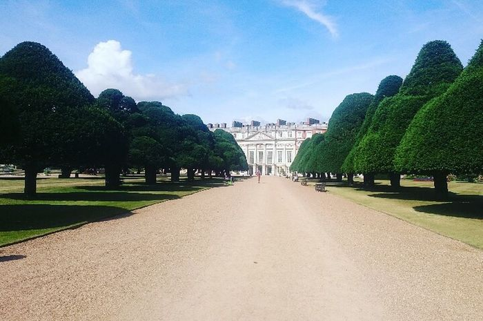 Scenics Castle Hamptoncourtpalacegardens Hamptoncourtpalace Fragility Tranquility Landscape Beauty In Nature