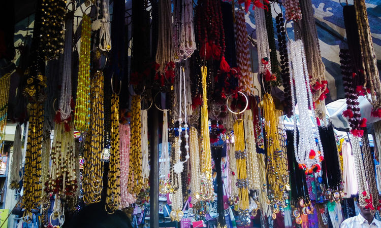 Streetphotography Seller And Customer Market Stall Street Seller Buyers And Sellers EyeEm Gallery Market From My Point Of View Selling On The Street Holy Threads Colourful Thread Necklace Street Photography in Puri Odisha India