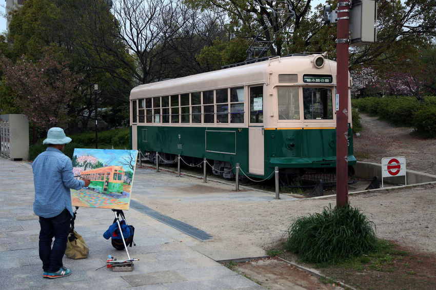 Painting in the free time Free Time Hobby Japan Japan Photography Kyoto Outdoors Painting Streetphotography Tram EyeEmNewHere EyeEm Best Shots Cool EyeEm Gallery EyeEmBestPics Adapted To The City Lieblingsteil Art Is Everywhere