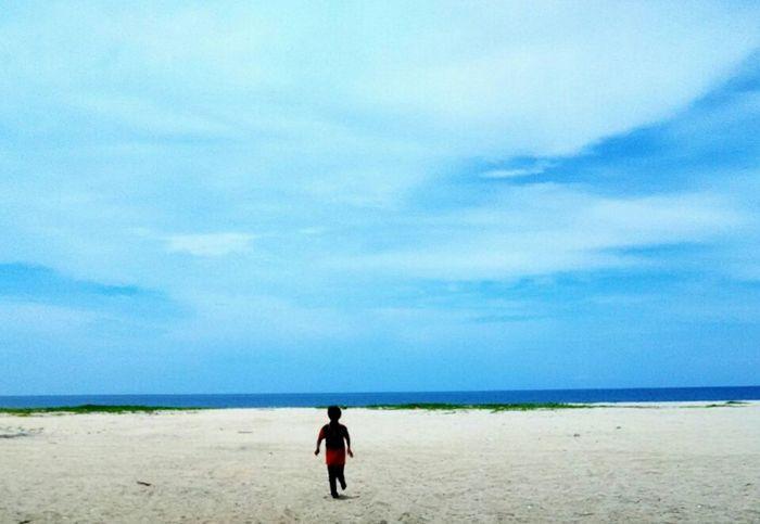 Taking Photos Beach Sand Beach Eye4photography  Kids On The Beach Malaysia Redmi1s EyeEm Best Shots EyeEm Masterclass EyeEmMalaysia Eyemalaysia EyeEmBestPics Skywatchers Sand & Sea Enjoying Life