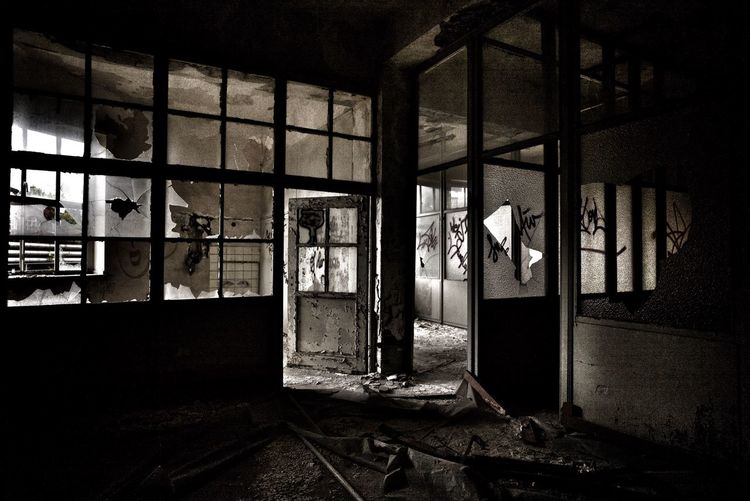 Leica Office Indoors  Window Home Interior Damaged Messy Interior Industry Shelf No People Obsolete Deterioration Bad Condition Koeln Cologne Köln Photooftheday Travel Sun Light Architecture Leicacamera