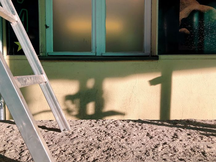 GuMo meine Freunde Sunlight Shadow Window Architecture Built Structure Day No People