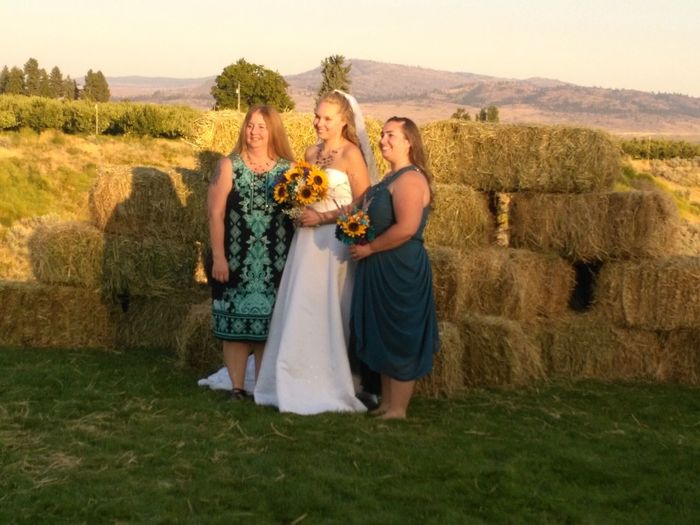 Agriculture Adult Wedding Togetherness Field Young Women Nature People Rural Scene Bride Wedding Dress Straw Bales People Photography Three People Real People Liv'n The Dream Females Only Smiling Outdoors Agriculture Friendship Women Adults Only Mature Adult Tradition The Week On EyeEm