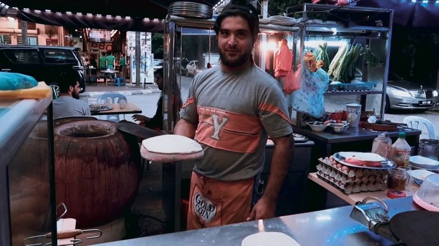 Kuala Lumpur Tradtionalmarket Business Finance And Industry Indoors  Men One Man Only Food People