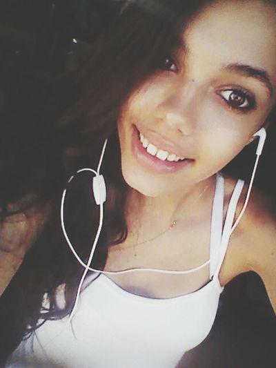 Música boa não foi feita para ouvir com som baixo ! Music Smile :) Happy Girl