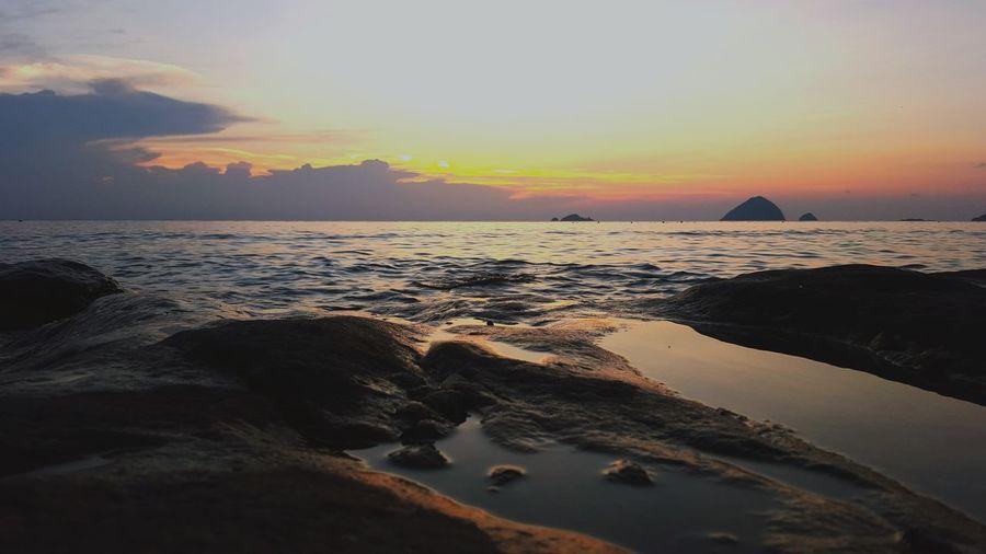 Sunset_collection Walking Around Enjoying The Sunset Sunset #sun #clouds #skylovers #sky #nature #beautifulinnature #naturalbeauty #photography #landscape
