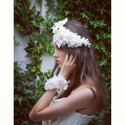 華やかなヘッドアクセサリーとリストレット、主役級の華やかさだからこそ、運命の逸品となるのです。。。胸キュンですよね。。。 勿論クリオマリアージュオンラインストアーと1ヶ月に1回のお店でのナイトショッピングでも自由にご購入可能です♫ ウェディングドレス クリオマリアージュビジュー ドレス Cliomariage Weddingdress Dress ドレス カラードレス クリオマリアージュ ガーデンウエディング Wedding ウェディング 結婚 結婚式 結婚式準備 タキシード Accessory アクセサリー ヘッドドレス ギフト ブライダル Fashion ファッション ナチュラル プロポーズ 渋谷婚纱撮影前撮りプレ花嫁記念日