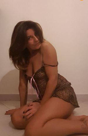 Goodnight World MyPhotography Goodtime Goodnight ♡ Goodlife That's Me Lingerie My Unique Style Brunette Girl  Brown Hair Everyday Lives Negative Space 😘💋💋