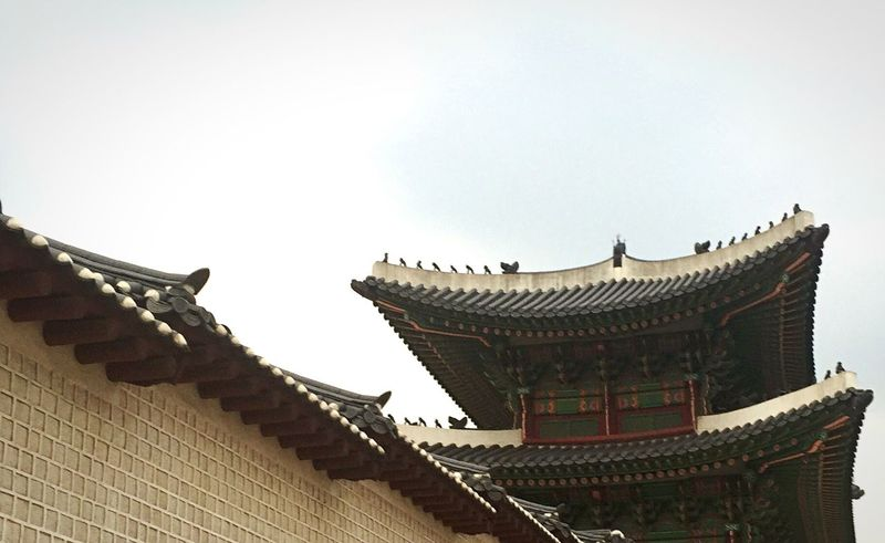 """There are """"Uchugunies"""" on the top. Korean Ancestors Belive d that They Eliminated Bad Luck"""