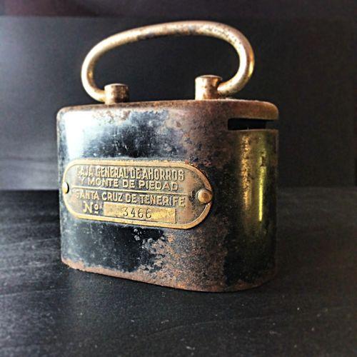 Esta hucha de billetes y monedas perteneció a mi abuela. La única manera que he encontrado de ver el interior ha sido usando la imaginación. Hucha hucha Vintage Moneybox Retro