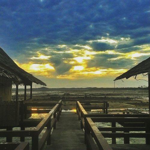 Indahnya Indonesia 🙌🙌🙌🙌🙌. Sunrise BeautifulIndonesia Bintanisland INDONESIA Sea Ocean