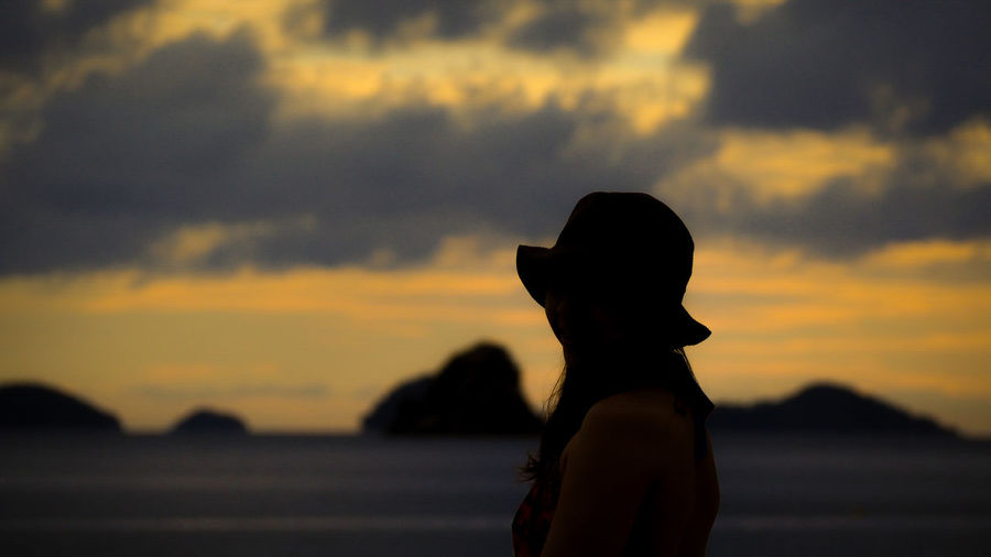 My sweetheart 💗💏 Lonely Sweetheart EyeEm Selects Nyaung Oo Phee Island Sunset Women Silhouette Beach Standing Sky Cloud - Sky Seascape Countryside Calm Sea Tide