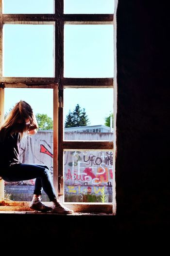 Window One Person Only Women One Woman Only Looking Through Window Young Adult Outdoors Graffiti Graffiti Wall Lonelyplace Photoshootingday FUJIFILM X-T10 Leftplace Colourful Shooting Enjoylife Enjoythelittlethings EnjoyTheMoment Sun Lights Sunlight