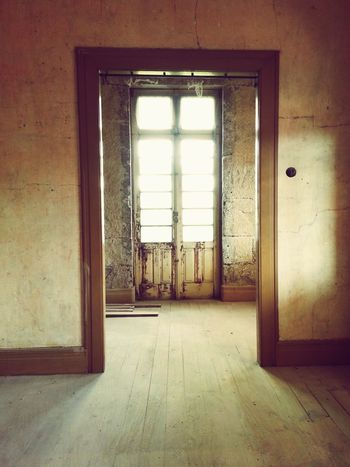 Please, please, please. Open the door!!! Perspectives From My Point Of View About Today Portuguese Houses Details Portuguese Architecture Arquitecture Oldhotel Old House Hotel Room Old Buildings Dourovalley Portugal Nextstopdouro Douro  Douro Valley Newhotel Light