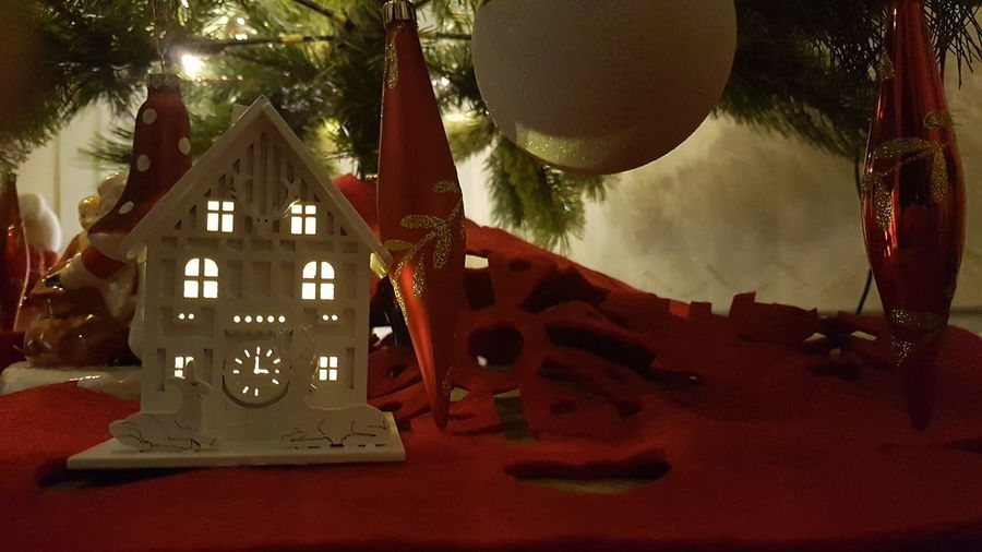 merry Christmas #christmas 2017 Xmas MerryChristmas Christmas Decoration Christmas Lights Christmas Decoration Lights Check This Out Hello World House Happy Holidays! Cute Taking Photos S7 Edge Photography Xmas 2017 Christmas Tree Happy Built Structure Architecture