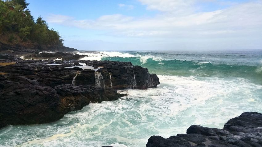 Kauai Hawaii Beach Vacation Travel Exolore Secret Beach Nature Waves And Rocks Ocean Waves Ocean