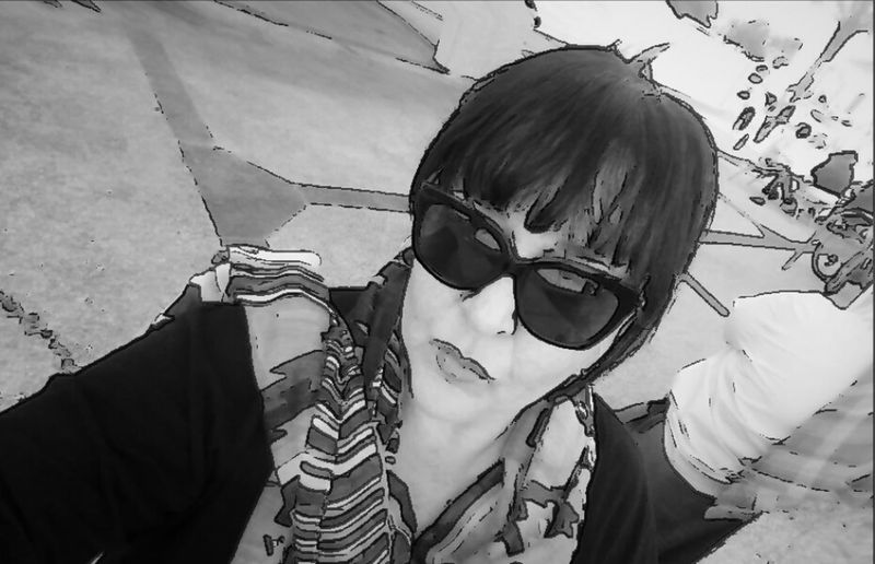 Street Selfie of me and that lady in the back😜 Sunglasses Real People Two Is Better Than One Young Women Street Art Monday Morning Freshness Black And White Portrait Art, Drawing, Creativity No Edit No Fun Cartoonized 100% Woman Women Who Inspire You