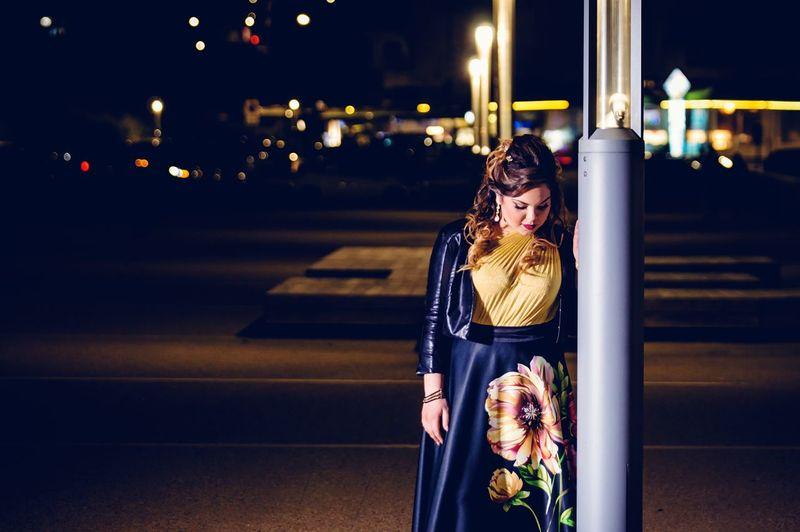 18 esimo Fashion 18anni Birthday Nikon 70-200mm D750 Night City Young Women Beautiful Woman Warm Clothing Women Illuminated Beautiful People Winter