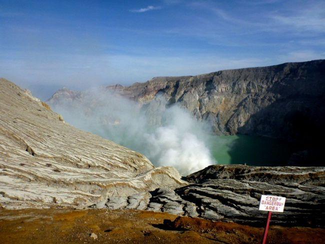 Kawah Ijen Crater Lake Craters Geology Ijen Crater Ijentravel Kawah Ijen Landscape Mountain Range Non-urban Scene Penambang Belerang Sulpher Mountain Sulphur