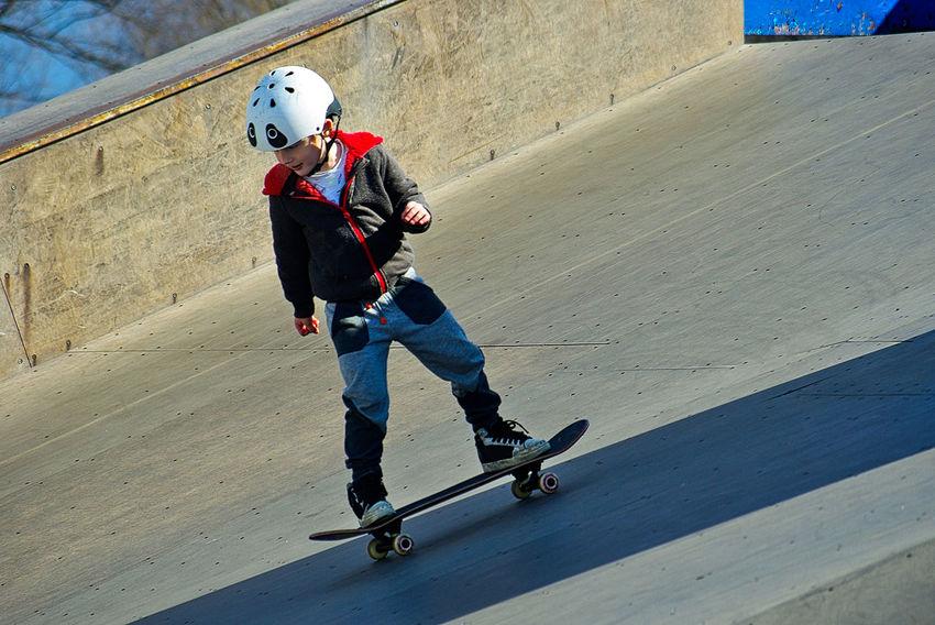 Skateboarding Skatepark Adventure Boys Child Childhood Day Extreme Sports Full Length Fun Headwear Helmet Leisure Activity Lifestyles Motion One Person Outdoors Real People Skateboard Skateboard Park Skatelife Skill  Sport Sports Helmet Stunt