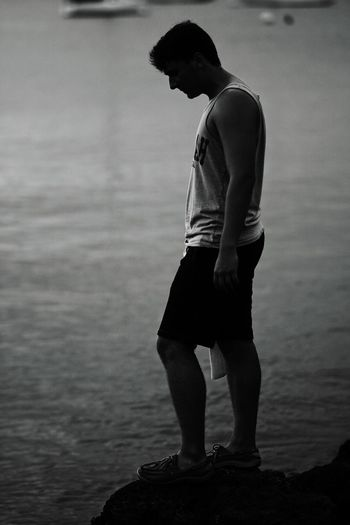 Side view of young man looking at sea